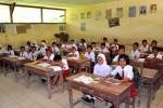 Bon nombre des 300 élèves de cette école de Sumatra (Indonésie) viennent de familles travaillant dans le caoutchouc. Mais tous les parents ne peuvent se permettre d'offrir l'accès à l'école à leurs enfants.