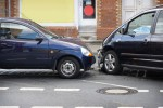 Le canular à la voiture emboutie: juste une blague de mauvais goût, mais qui n'est pas punissable par la loi - shutterstock.com