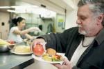 Les oeuvres d'entraide reçoivent et redistribuent 5000 tonnes de denrées par an. Monkey Business Images/shutterstock.com