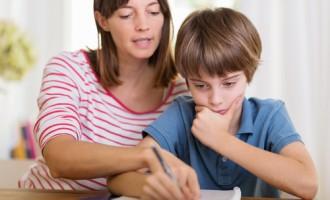 L'enfant en difficulté peine à décrypter les consignes et doit améliorer sa méthode de travail. Ce n'est pas une semaine de bourrage de crâne qui fera un miracle! - Shutterstock.com
