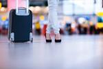 N'attendez pas d'être dans le hall d'embarquement pour vous préoccuper des dimensions de votre bagage à main. Shutterstock.com