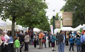 Le stand FRC au Festival de la Terre a attiré débrouillards et curieux