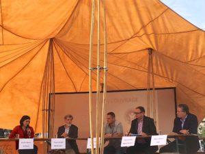 De g. à d.: Berthe Darras (UniTerre), René Longet (modérateur), Marc Favre (Agrigenève), Conrad Aeby (Migros Genève) et Rolin Wavre (FRC Genève).